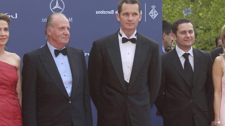 Corinna zu Sayn-Wittgenstein (d), con el rey Juan Carlos, la infanta Cristina e Iñaki Urdangarin. (Archivo)