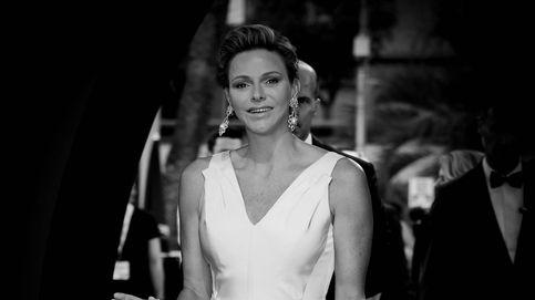 Charlène de Mónaco vuelve a vestirse de novia, pero esta vez sí sonríe