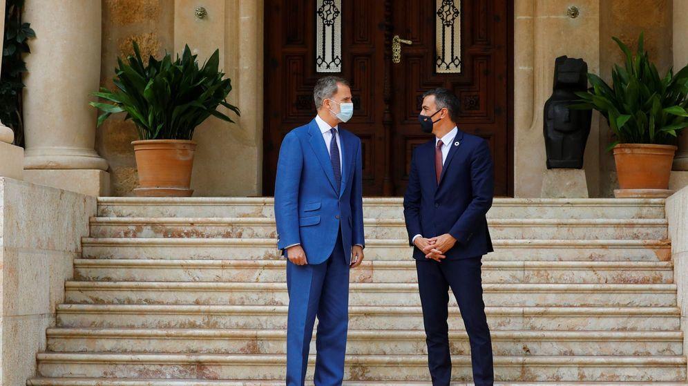Foto: Felipe VI y Pedro Sánchez, en su último encuentro en Marivent. (EFE)
