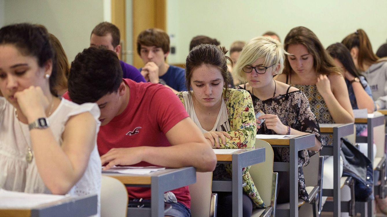 Foto: Pruebas de acceso a la universidad realizadas en la Escuela de Ingenieros de Bilbao. (Efe/Javier Zorrilla)