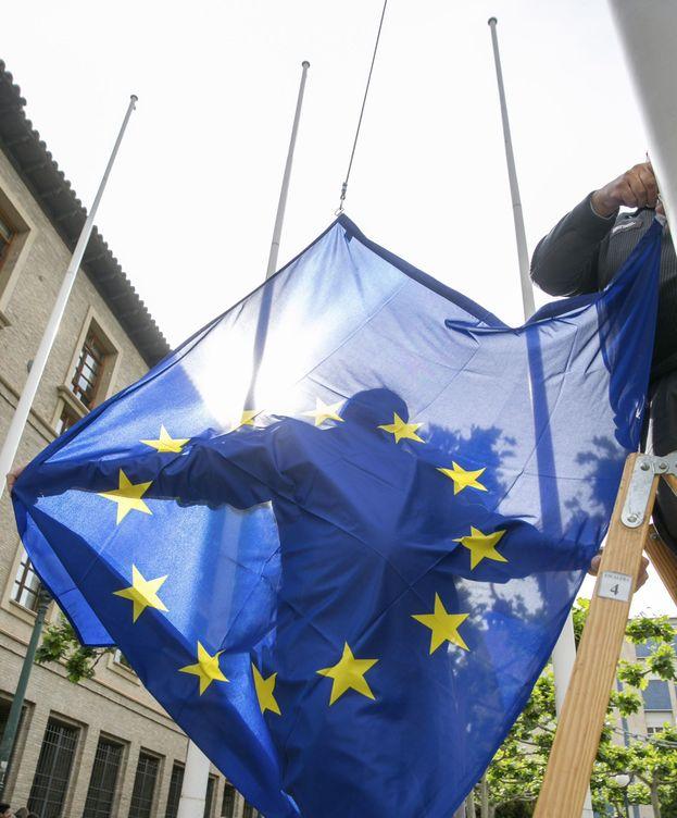 Foto: Suelta de globos escolares con deseos sobre Europa. (EFE)