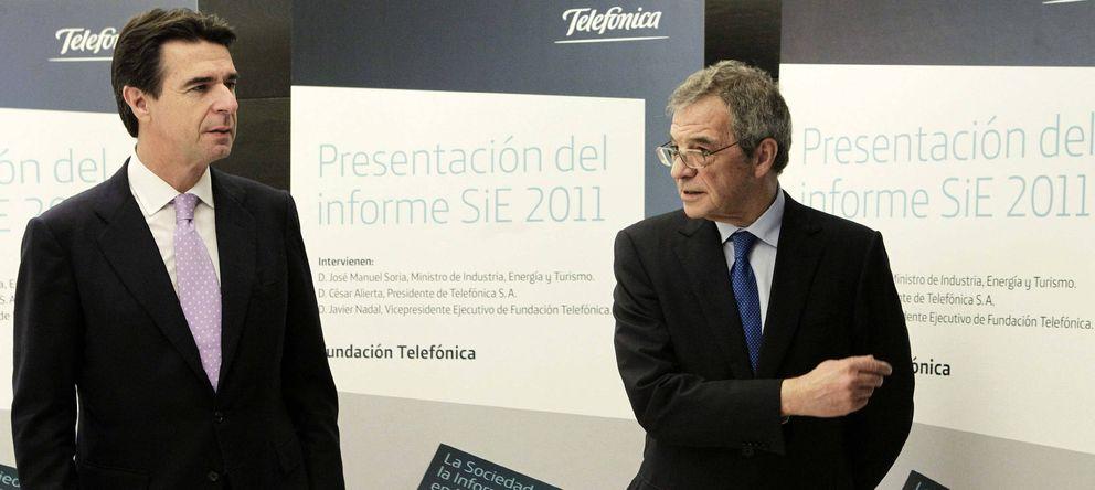 Foto: Fotografía de archivo del ministro de Industria, Comercio y Turismo, José Manuel Soria (i), y el presidente de Telefónica, César Alierta. (EFE)