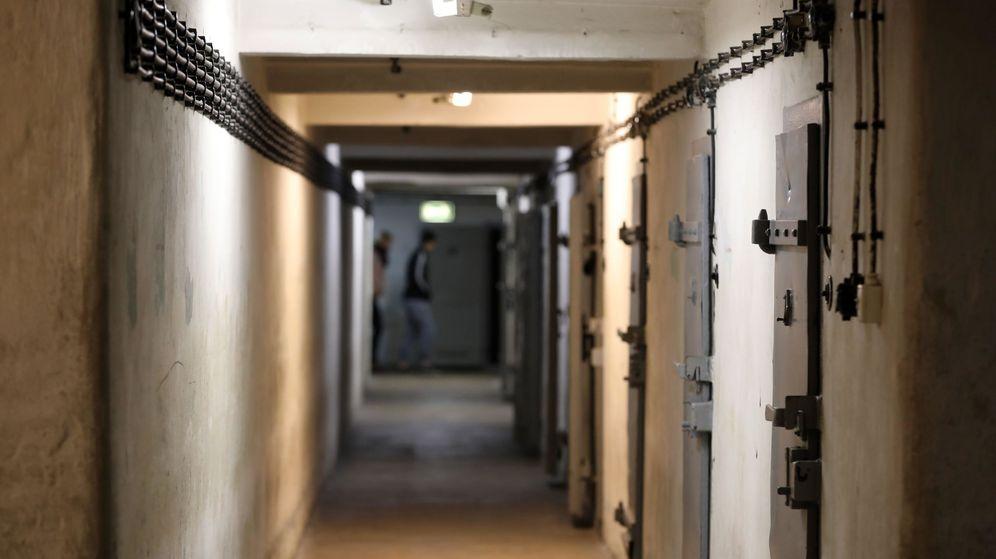 Foto: Celdas de aislamiento de una antigua prisión (Efe).