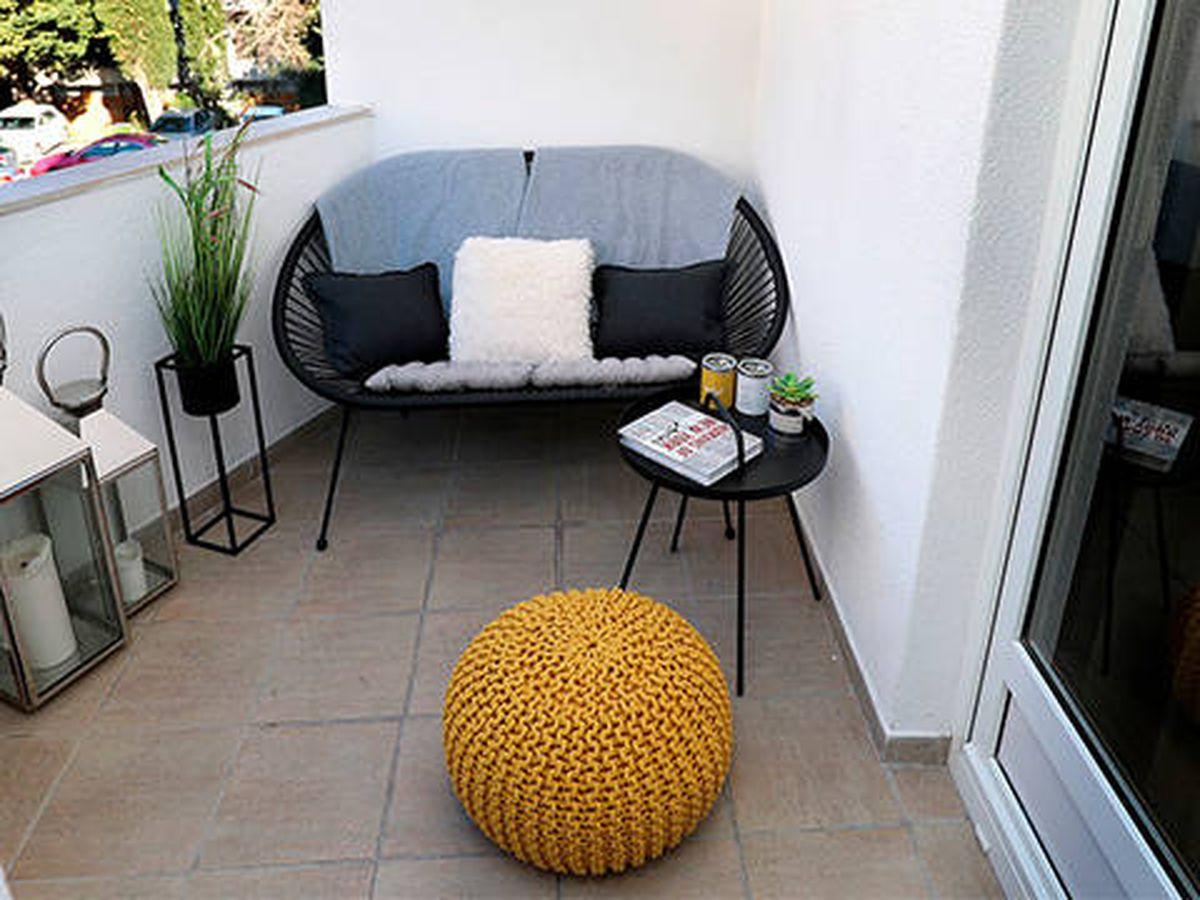 Foto: Cinco ideas para convertir un balcón estrecho en una terraza (Pixabay)