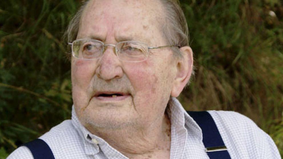 El escritor español Miguel Delibes fallece a los 89 años en Valladolid