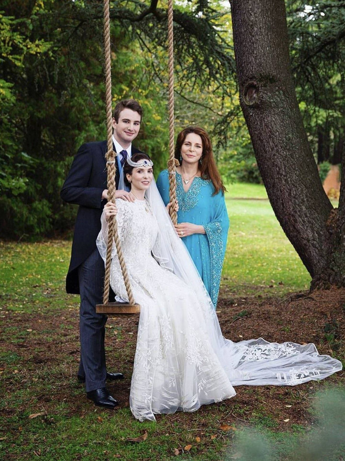Raiyah y Ned, con Noor de Jordania el día de su boda. (Aliona Adrianova)