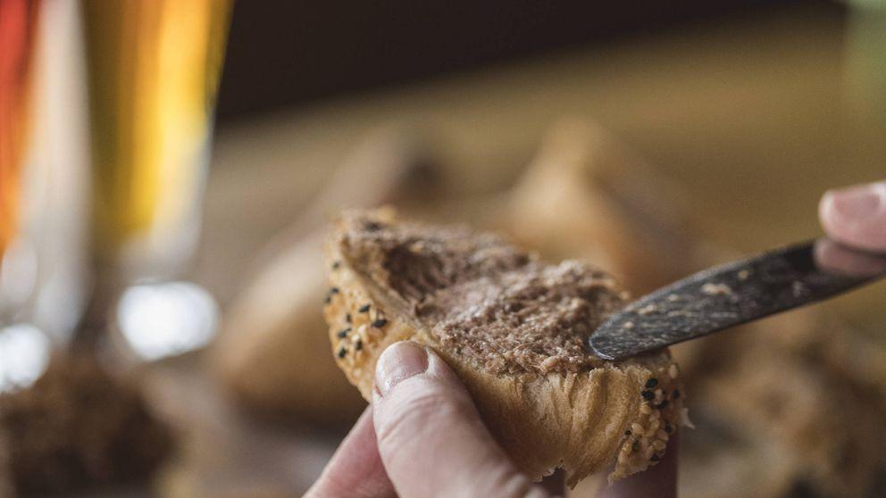 La receta del paté con aceitunas y pistachos que te hará quedar bien