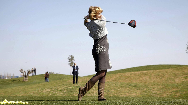 La expresidenta de la Comunidad de Madrid Esperanza Aguirre, practicando uno de sus deportes favoritos.