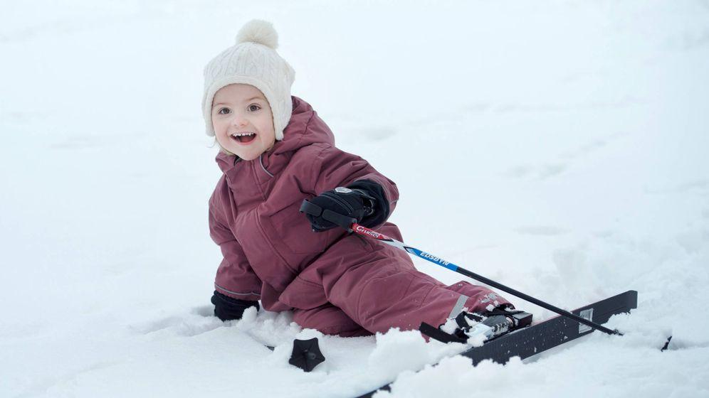 Foto:  Estela de Suecia, esquiando a los 3 años. (Getty)
