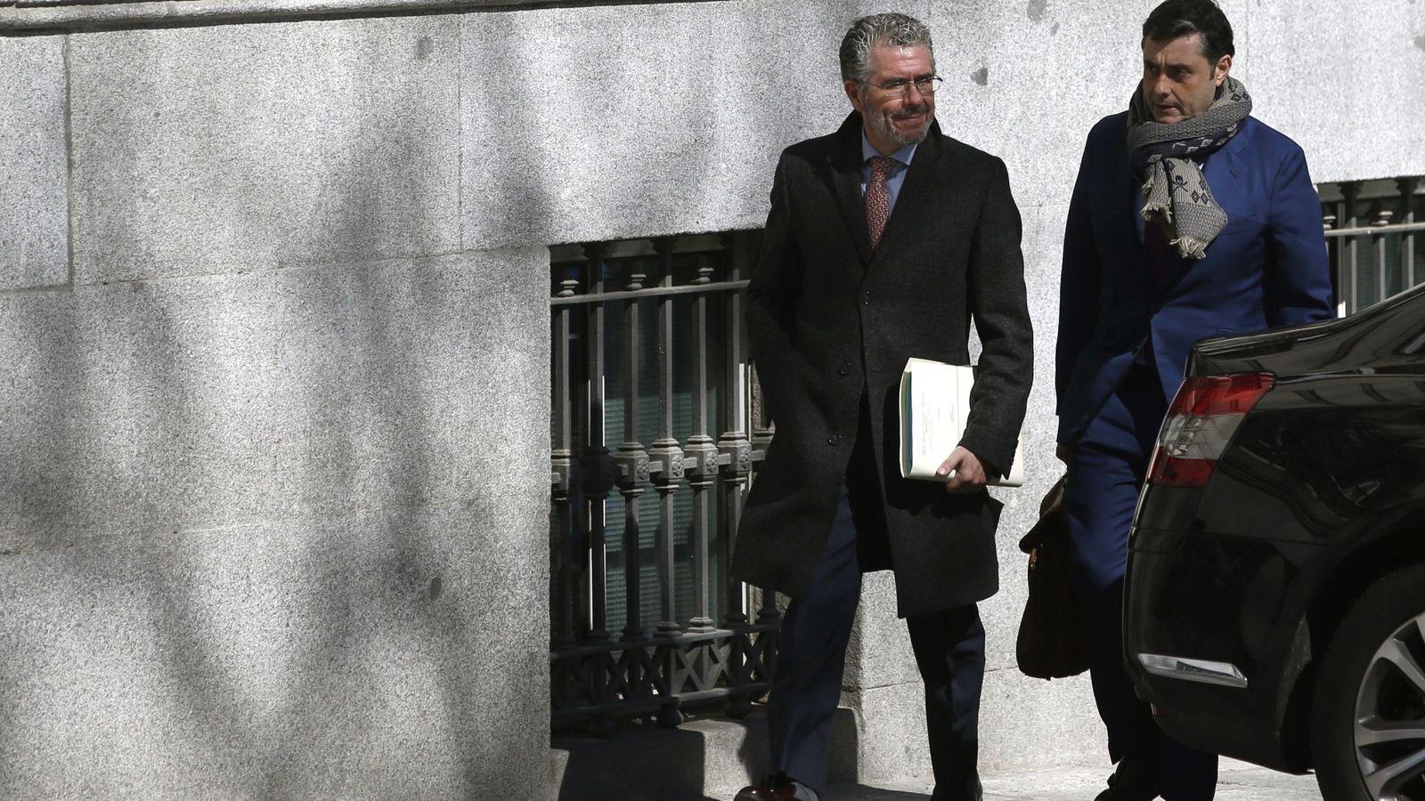 Foto: El exconsejero de Presidencia, Justicia e Interior de la Comunidad de Madrid Francisco Granados, a su llegada a la Audiencia Nacional. (EFE)