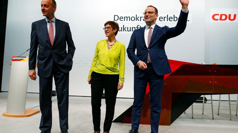 Foto: Los tres principales candidatos para sustituir a Angela Merkel, en un acto de la CDU en Düsseldorf, el 28 de noviembre de 2018. (Reuters)