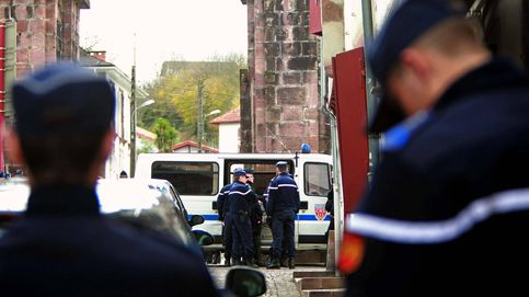 Francia traslada a dos presos de ETA a una cárcel próxima al País Vasco