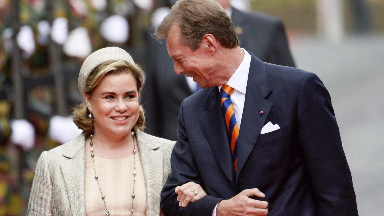 El gran duque Enrique de Luxemburgo y su mujer, la gran duquesa María Teresa, en 2015. (EFE)