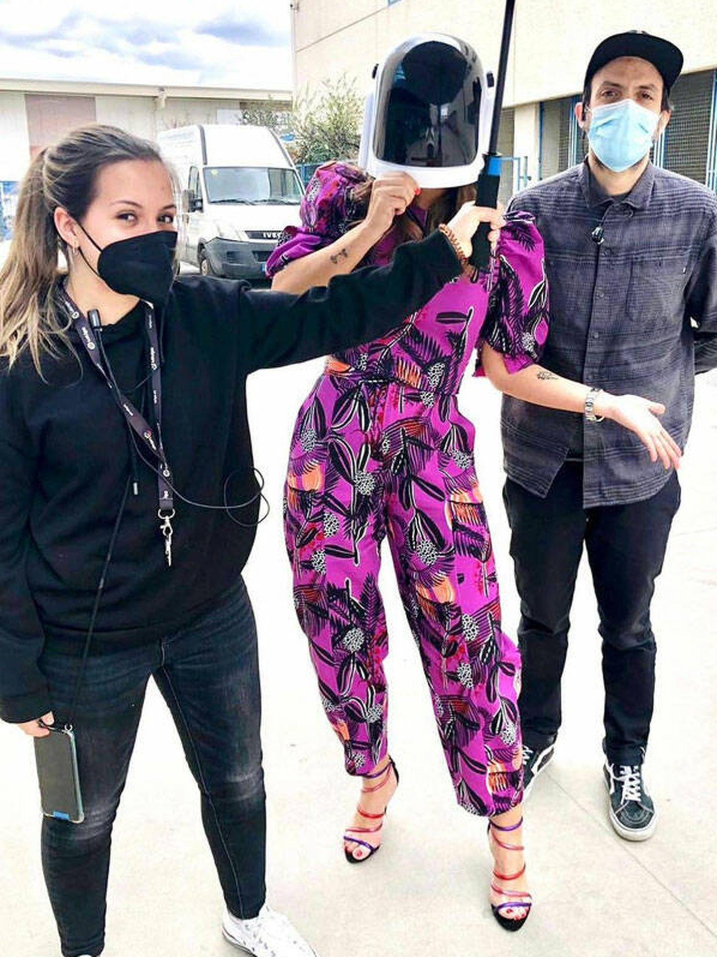 Nuria Roca oculta bajo una máscara.  (Instagram @nuriarocagranell)