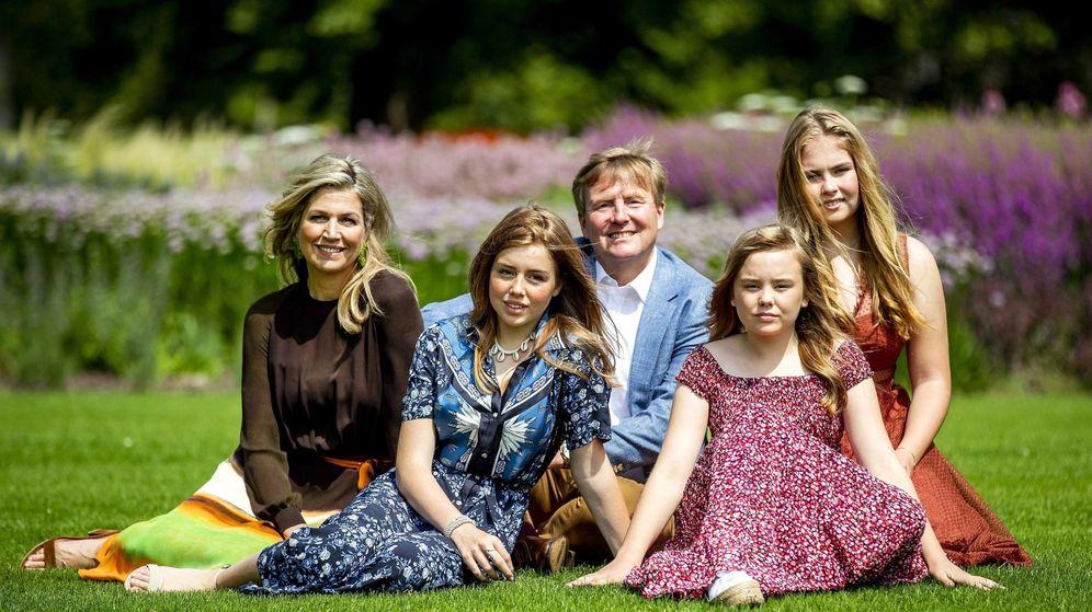 Foto: Los reyes de Holanda junto a sus hijas. (EFE)