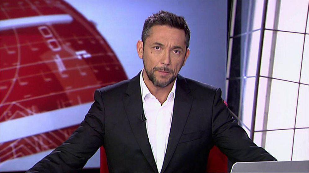 Foto: Javier Ruiz, presentador de 'Noticias Cuatro 2'. (Mediaset)