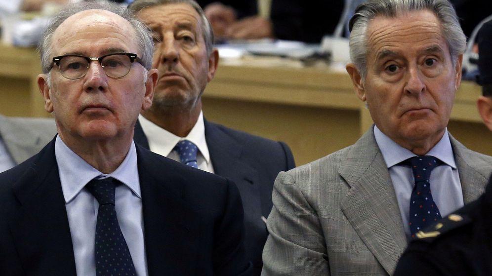 Foto: Rodrigo y Rato (i) y Miguel Blesa, durante el juicio de las tarjetas 'black'. (EFE)