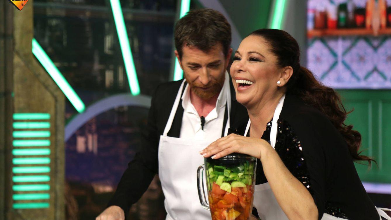 Foto: Isabel Pantoja y Pablo Motos en 'El hormiguero' haciendo gazpacho