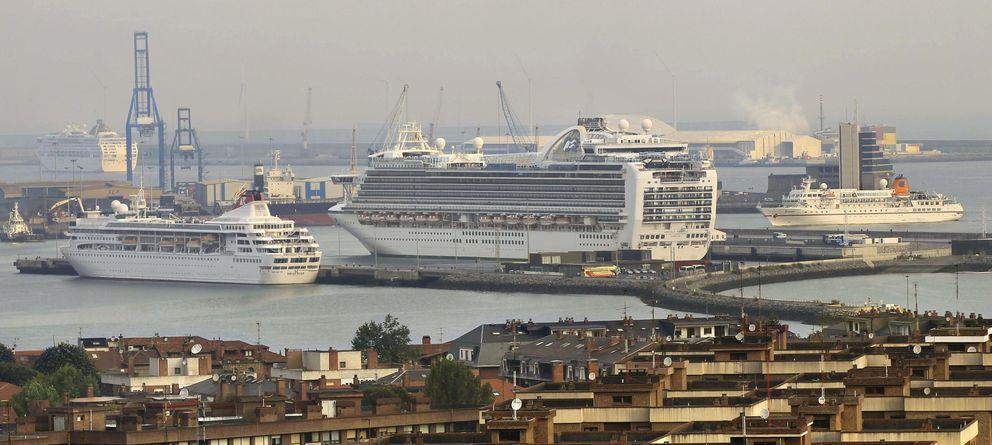 Foto: Vista de los muelles del Puerto de Bilbao. (EFE)