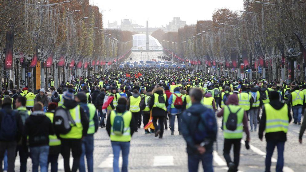 Foto: Los 'chalecos amarillos' empiezan a concentrarse a primera hora de la mañana en los Campos Elíseos. (EFE)