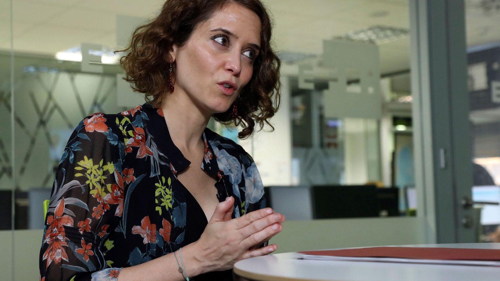 """Foto: La portavoz del PP de Madrid descarta una """"guerra"""" de familias en el Congreso. (EFE)"""