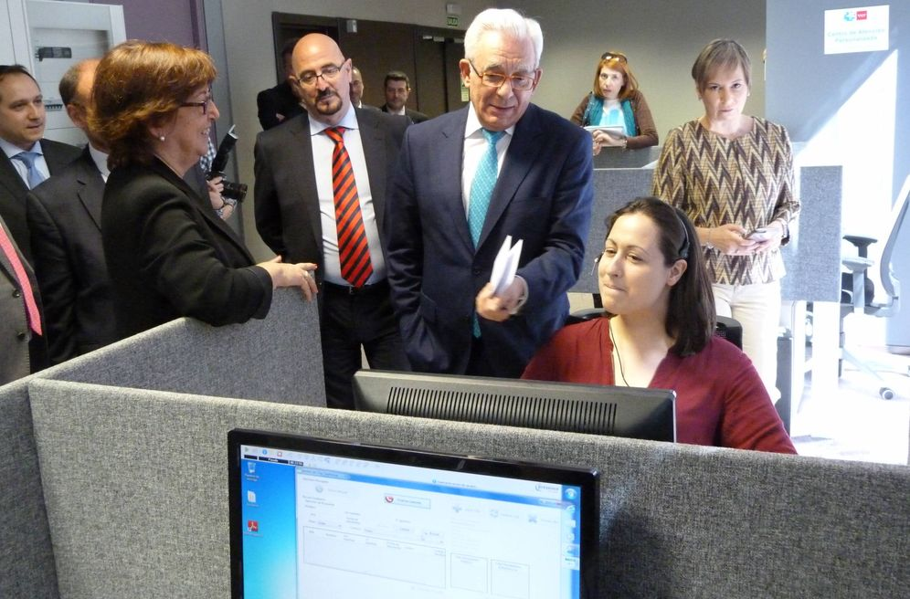 Foto: El consejero de Sanidad, Jesús Sánchez Martos, visitando la sede del CAP