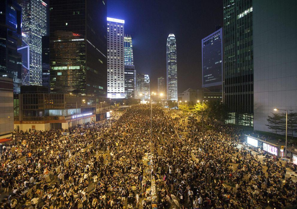 Foto: Miles de personas se manifiestan a favor de la democracia. (Reuters)