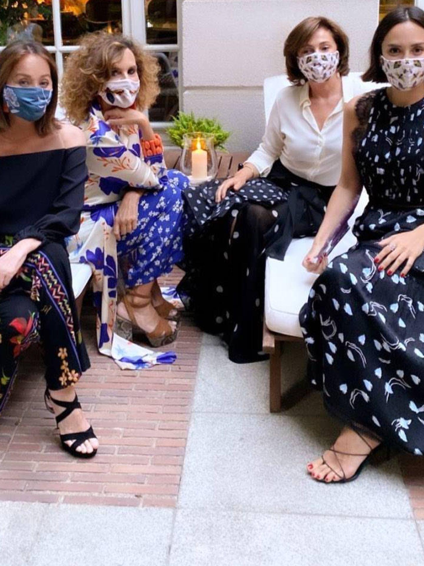 Tamara Falcó e Isabel Preysler, con mascarillas. (@tamarafalco)