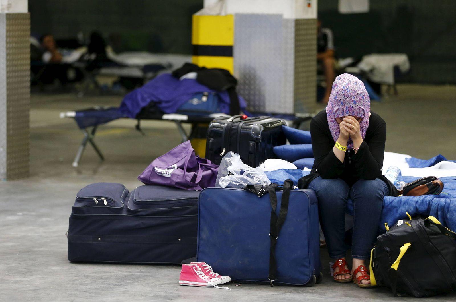 Foto: Una mujer siria llora en un centro de internamiento de refugiados en Neu-Isenburg, en las afueras de Fráncfort (Reuters).