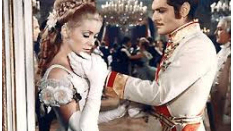 Fotograma de la película 'Mayerling' de 1968, protagonizada por Omar Sharif y Catherine Deneuve. (Winchester Productions)