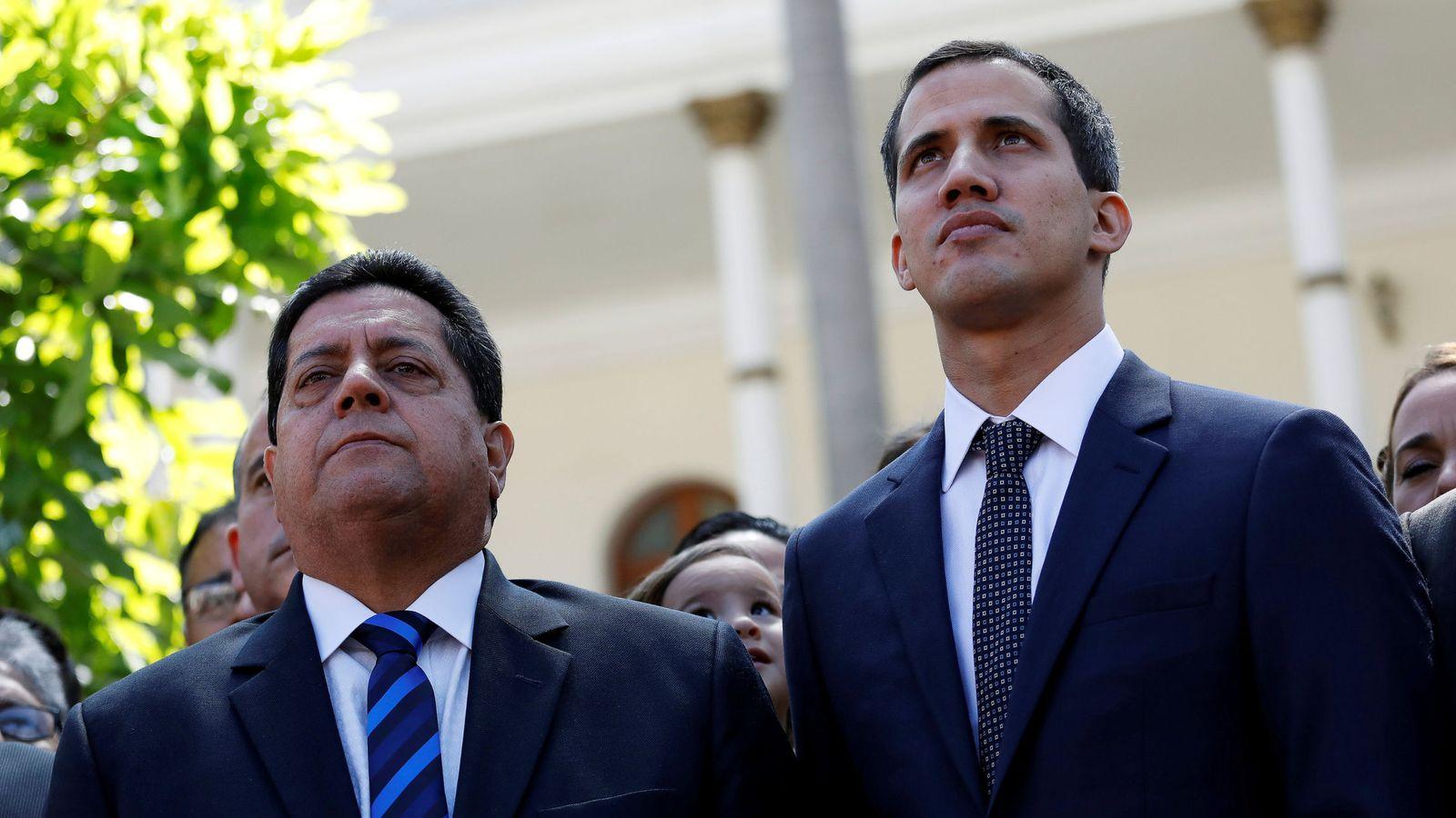 Foto: Juan Guaidó junto a Édgar Zambrano. (Reuters)