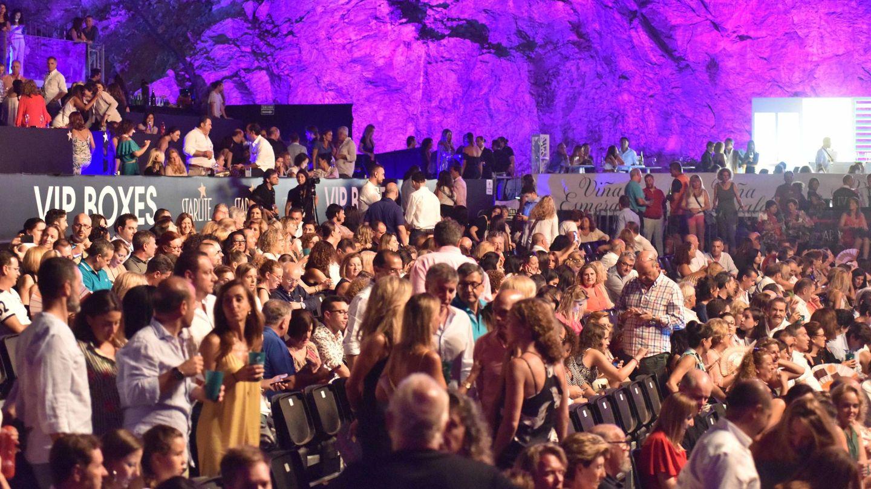Imagen del público en pleno concierto de Miguel Bosé. (Gtres)