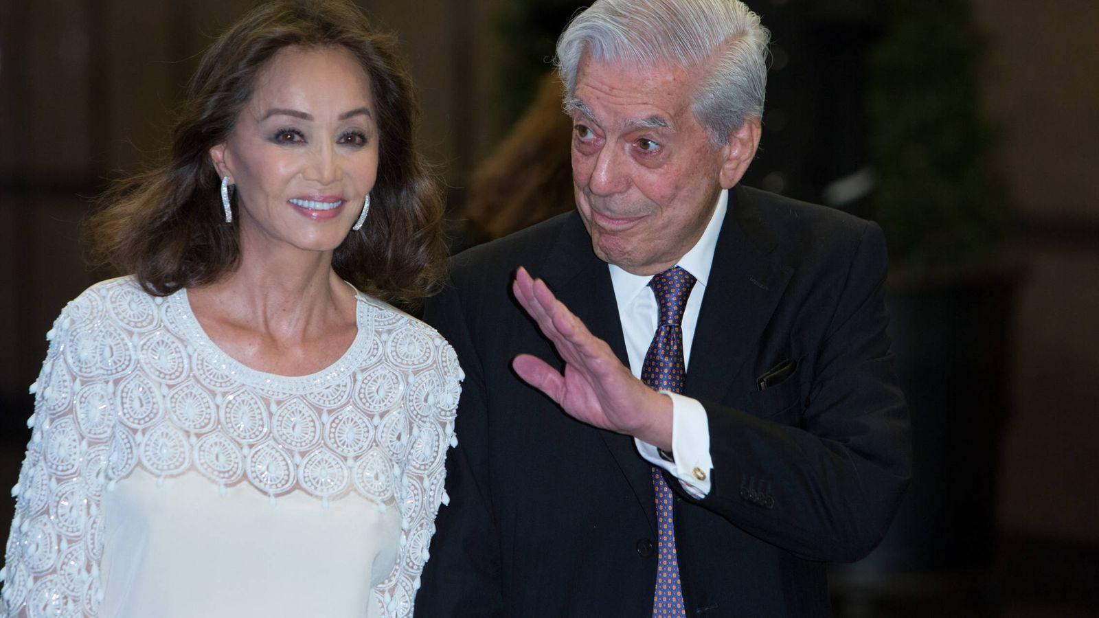 Foto: Isabel Preysler y Vargas Llosa, en la fiesta por el 80 cumpleaños del escritor. (Getty)