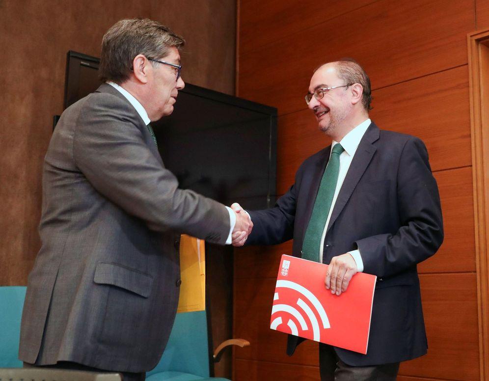 Foto: El presidente de Aragón, Javier Lambán (d), y el del PAR, Arturo Aliaga, este 7 de junio. (EFE)