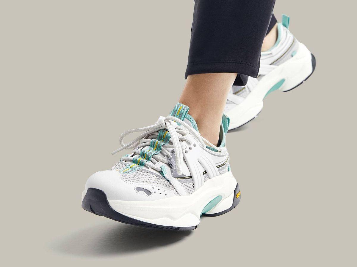 Foto: Zapatillas deportivas de Oysho. (Cortesía)