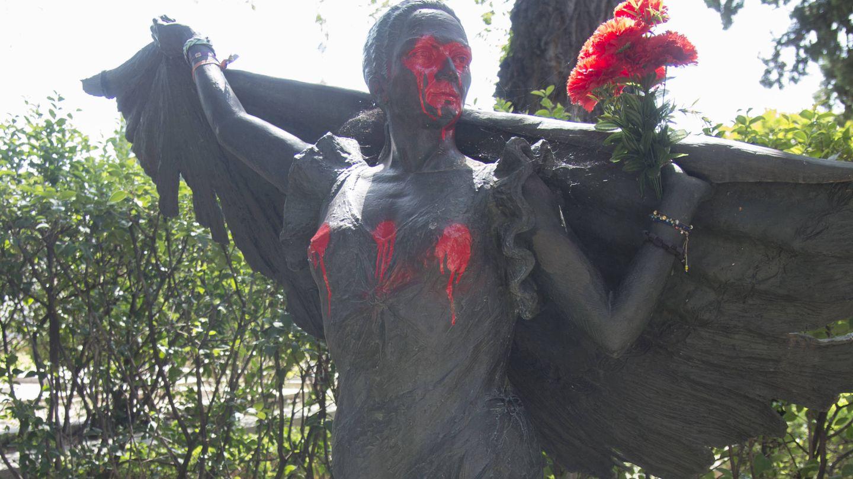 Tumba de Lola Flores, en el cementerio de la Almudena. (Gtres)