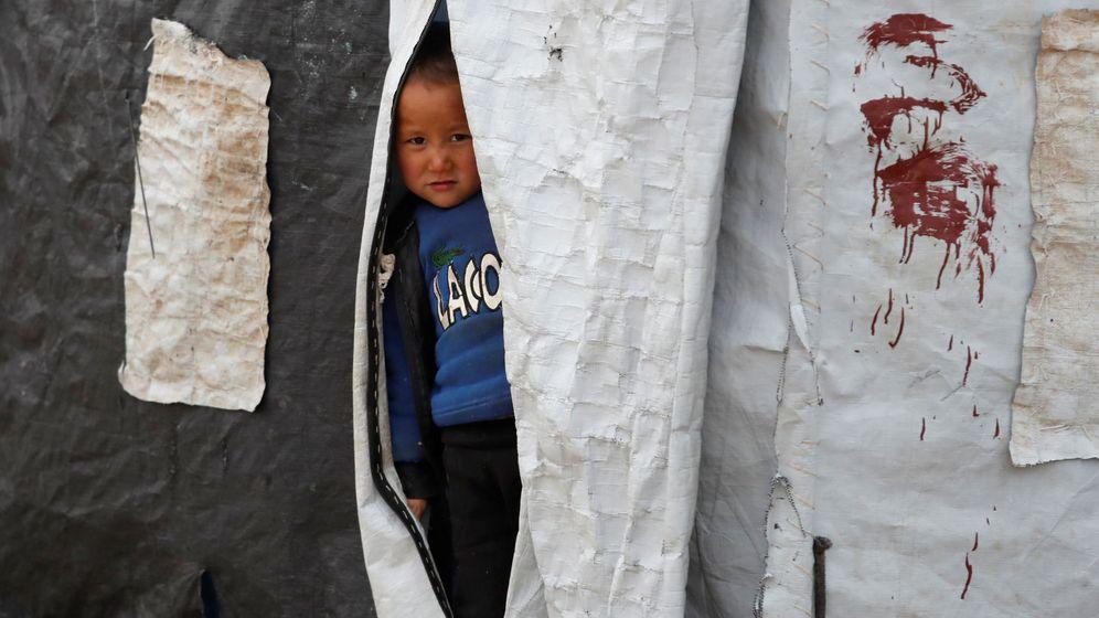 Foto: Un niño, en una tienda de campaña del campamento Al Roj, en Siria. (Reuters)