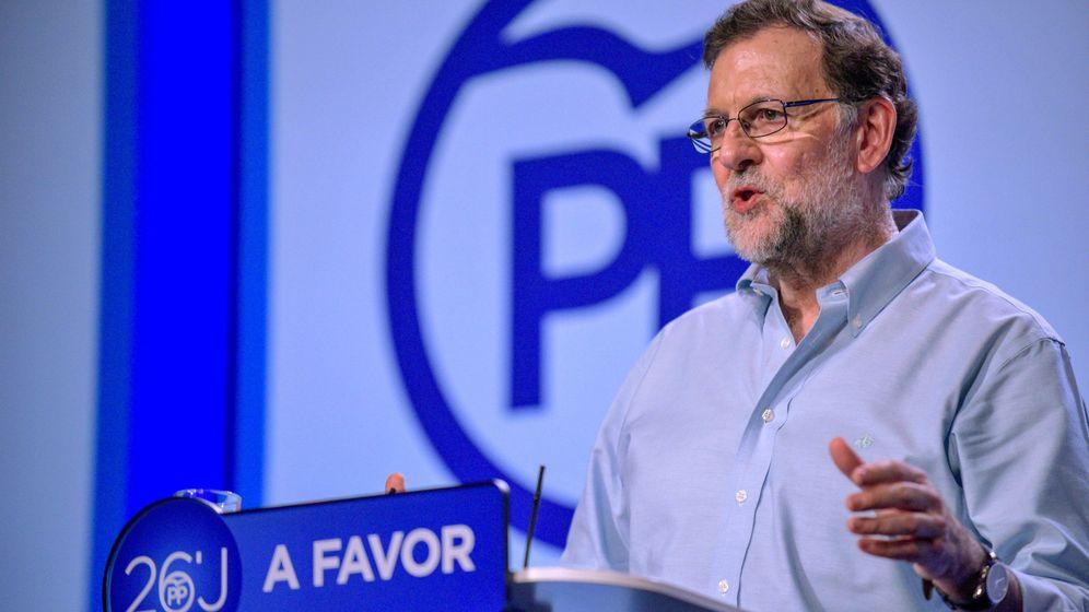 Foto: Mariano Rajoy durante un mitin en Torrijos, Toledo. (EFE)