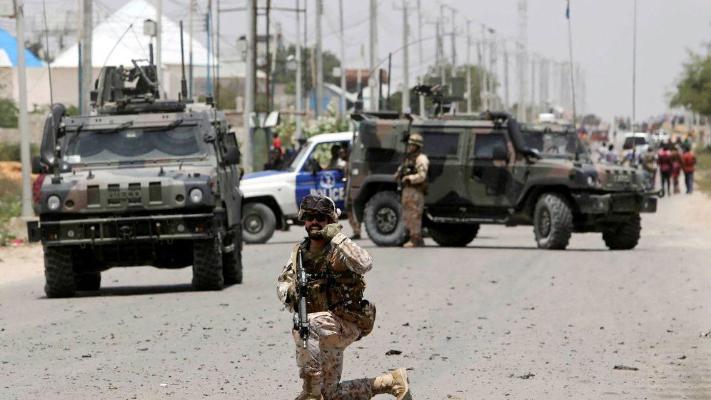 Foto: Soldado proteje convoy armado en Somalia. (Reuters)