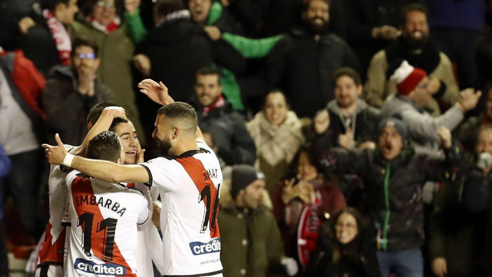 Foto: Jugadores del Rayo Vallecano celebran un gol. (EFE)