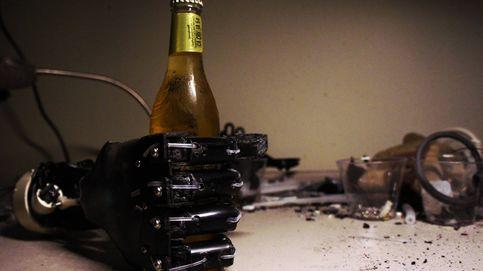 El MacGyver del futuro que fabrica manos biónicas con cafeteras