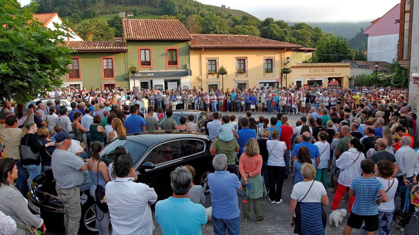 Foto: Concentraciones en recuerdo del concejal de IU Javier Ardines. (EFE)