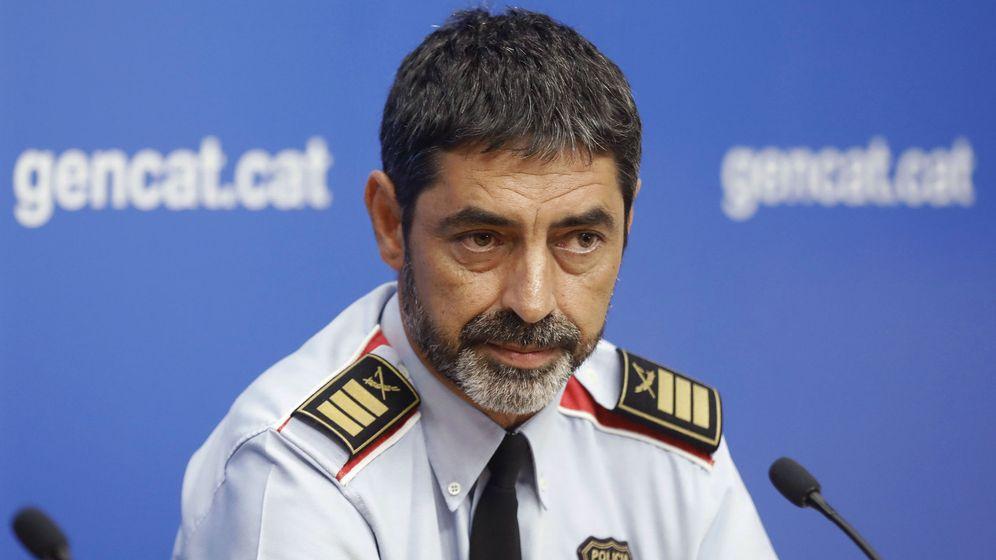 Foto: El 'major' de los Mossos d'Esquadra, Josep Lluís Trapero, en una rueda de prensa tras los atentados. (EFE)
