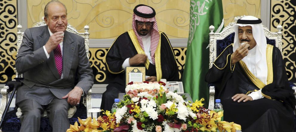 Foto: El Rey Juan Carlos, junto al ministro de Defensa y el ahora rey de Arabia Saudí, Salman bin Abdul-Aziz Al Saud (d) el pasado mayo (EFE)