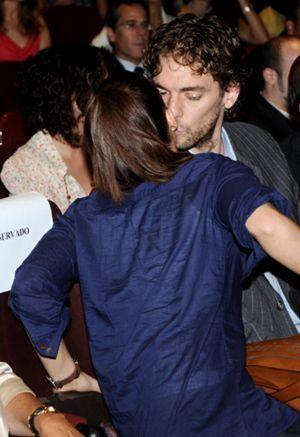 Pau Gasol presenta su novia a los españoles