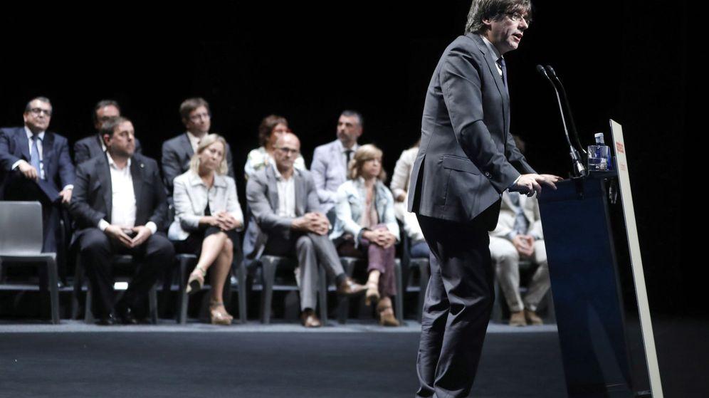 Foto: El 'president' de la Generalitat de Cataluña, Carles Puigdemont, durante su intervención en el acto. (EFE)