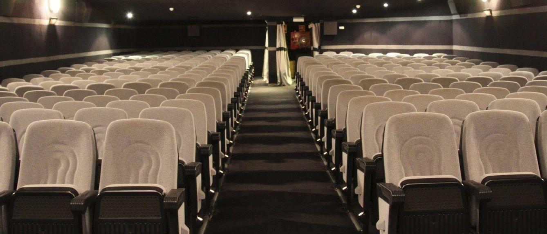 Foto: Interior de los cines Renoir Majadahonda, convertidos en cooperativa. (EFE)