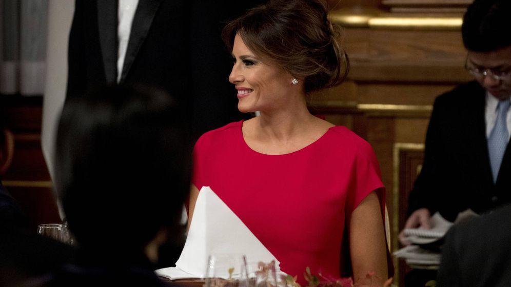 Foto: Melania Trump, de Valentino, durante la cena de Estado ofrecida por el primer ministro japonés. (Gtres)