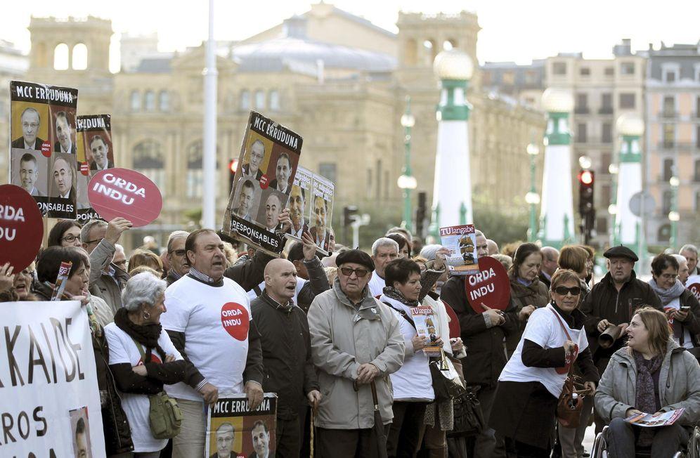 Foto: Afectados por la quiebra de Fagor y Edesa, en una protesta contra la Corporación Mondragón. (EFE)