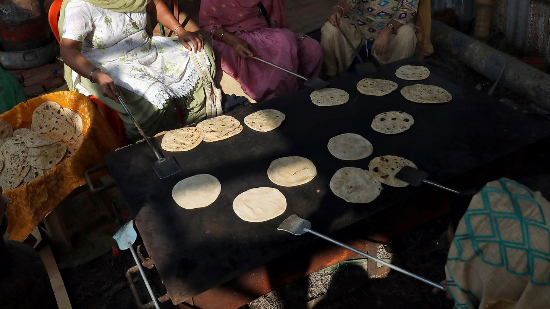Los tradicionales chapatis no faltan en su dieta (Reuters/Rupak De Chowdhuri)